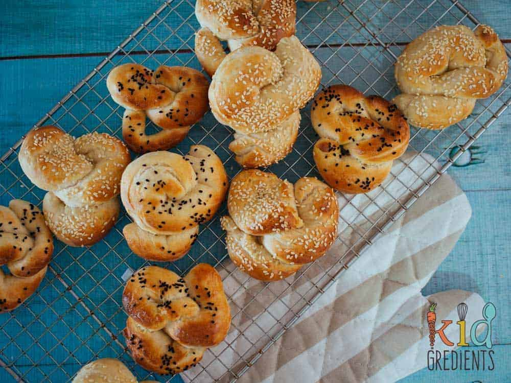 Savoury easy bake pretzels, easy to bake, perfect in the lunchbox or even as afternoon tea. Eat them straight, or spread with your favourite spread. Freezer friendly, kid friendly and the perfect way to try baking bread.