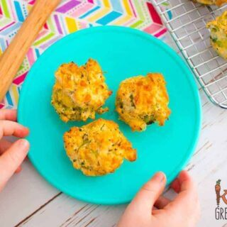 broccoli and cheese mini muffins, a savoury muffin perfect for the lunchbox. Easy to make and super kidfriendly freezer friendly too! #kidsfood #yummy #recipe #healthykids