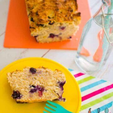 blueberry banana bread, this recipe is perfect for the lunchbox, refined sugar and dairy free and great in the freezer!
