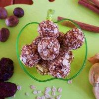 Apple pie oat bliss balls
