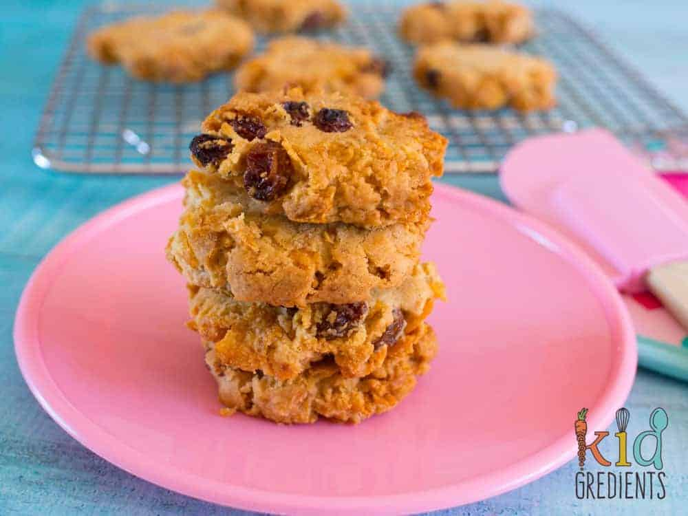 Healthier cornflake crunch cookies with low sugar and lots of crunch! Perfect for snack time, and in the lunchbox, they also freeze really well!