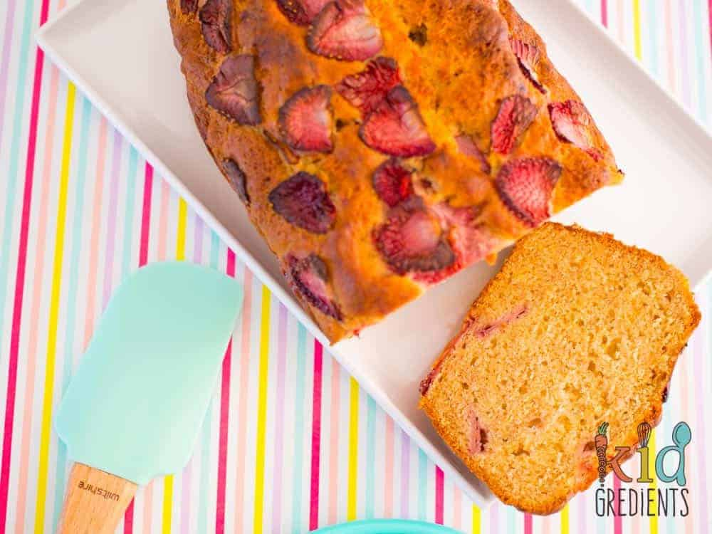 This low sugar banana and strawberry bread ticks all the boxes for lunchboxes! Low in sugar, freezer friendly and a quick easy recipe the kids will love.