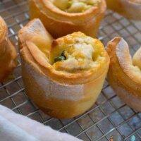 Chicken, cheese and spinach yoghurt dough scrolls