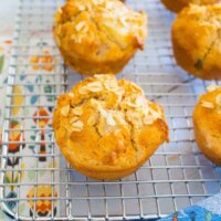 Apple oat muffins, no refined sugar!
