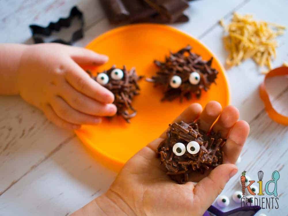 Chocolate swamp monsters, a healthier halloween treat. Perfect for a sweet treat that isn't too naughty! #kidsfood #halloween #healthierhalloween #funkidsfood