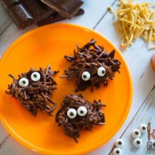 Chocolate swamp monsters, a healthier halloween treat. Only 5 ingredients! Perfect for a sweet treat that isn't too naughty! #kidsfood #halloween #healthierhalloween #funkidsfood