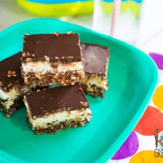 Healthy no bake choc bounty slice. So yummy, so easy to make, the perfect snack! No bake and toddler friendly- no nuts or honey! Kid friendly and freezer friendly. #recipe #kidsfood #partyfood #chocolate #healthykids #nobake #healthychocolate