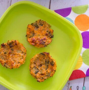 5 ingredient sweet potato and broccoli medallions, perfect side for dinner, a recipe the kids will love! Great for babies and toddlers as they are easy to eat with your hands! #kidsfood #healthykids #babyfood #baked via @kidgredients