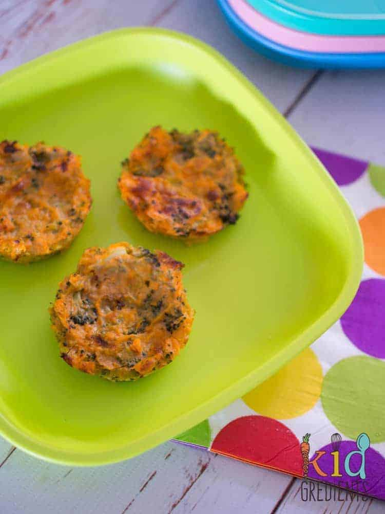 Sweet potato and broccoli medallions, perfect side for dinner, a recipe the kids will love! Great for babies and toddlers as they are easy to eat with your hands! #kidsfood #healthykids #babyfood #baked via @kidgredients