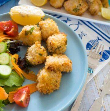 Crunchy, herby salmon panko bites – baked not fried!