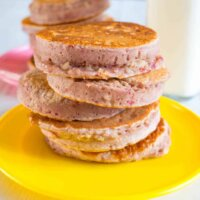 Raspberry porridge pikelets, no added sugar!