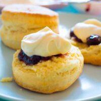 Super simple 3 ingredient scones