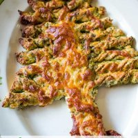 cheesy pesto Christmas tree